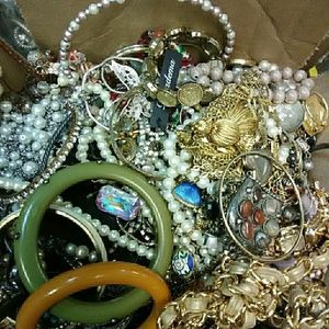Wholesale costume jewelry vintage and modern